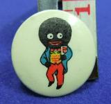 Robertsons golly tin button badge 1950s advert